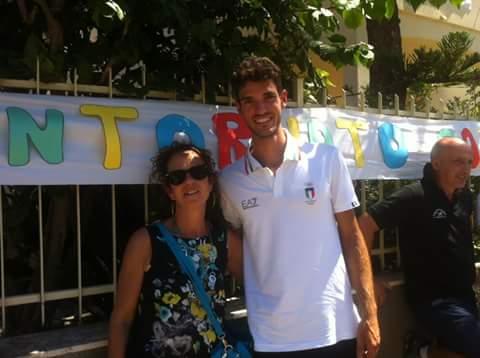 L'olimpionico Stefano Oppo è rientrato a casa. Grande accoglienza nel suo quartiere a Oristano