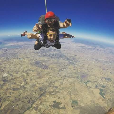 """Paracadutismo: un gruppo di appassionati del Guilcer inizia a cimentarsi nello sport di """"volare"""""""
