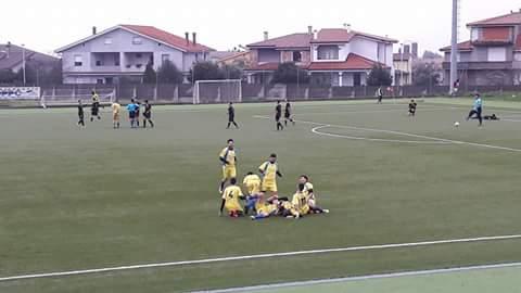 Calcio 1a Categoria Girone C. L'Abbasanta soffre più del previsto per battere l'Atletico Cabras. Match winner Alessio Corda