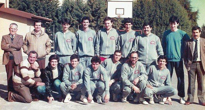 """""""Polvere di Stelle"""". 33 anni fa, il Basket Ghilarza giocava in Promozione nel """"campetto rosso"""""""