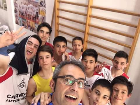 SELFIE GUILCERSPORT: Gli Under14 del Basket Ghilarza, festeggiano la vittoria per 66-51 contro la Sef Torres Sassari. Due vittorie su due nella seconda fase del campionato. Bravissimi!!