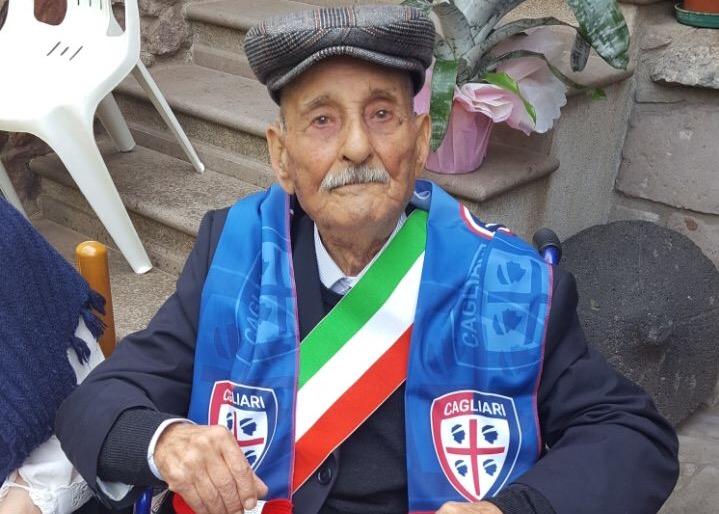 Festeggiati a Busachi i 100 anni di Francesco Palmas super tifoso del Cagliari