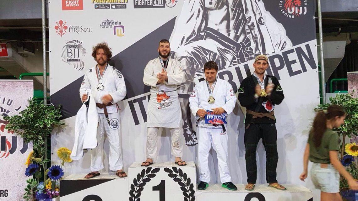 """Arti marziali. Pioggia di medaglie a Firenze per gli atleti della società """"Sos Mazzones """" di Abbasanta"""