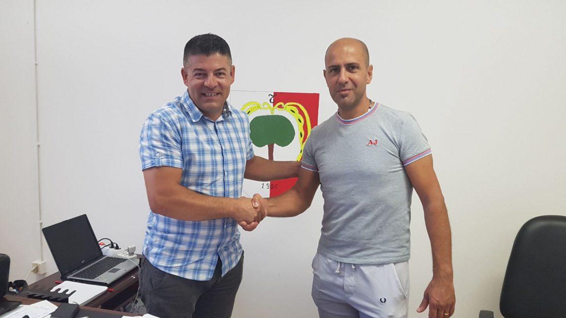 Ultimora calcio Promozione B. La Tharros esonera il tecnico Andrea Contini