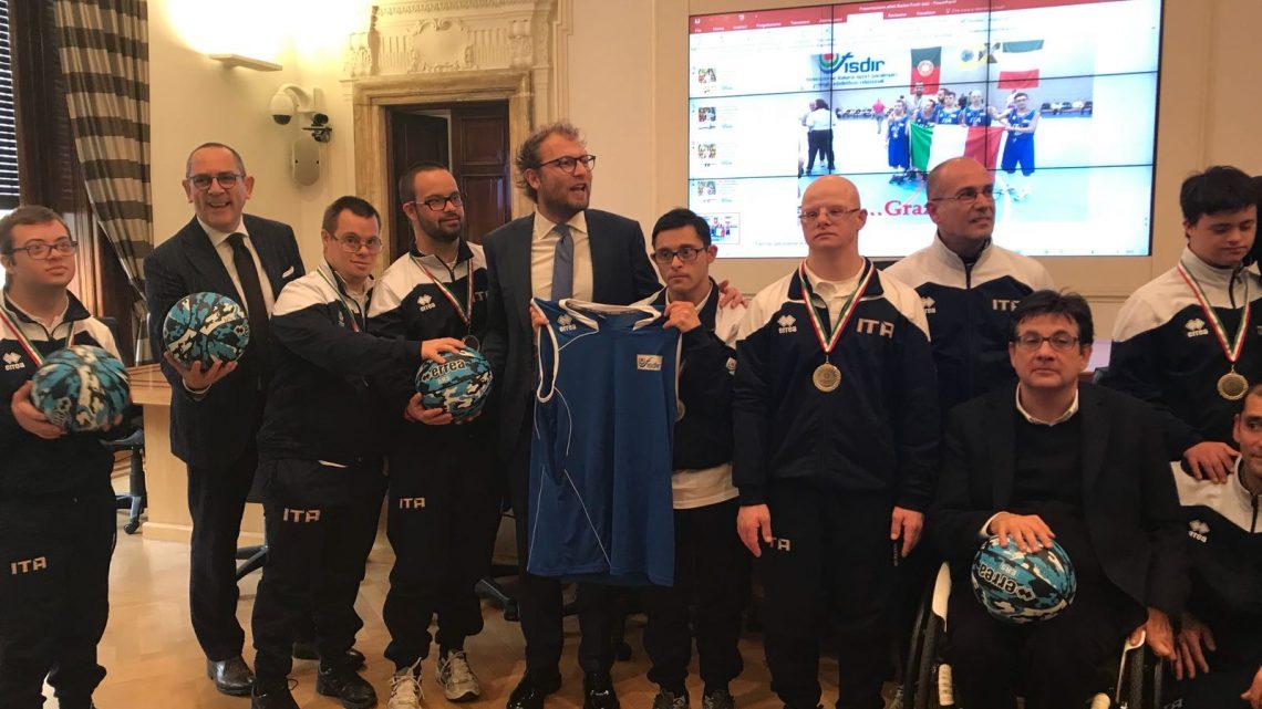 Il Ministro dello Sport Lotti premia tre atleti oristanesi della Nazionale di Basket con Sindrome di Down