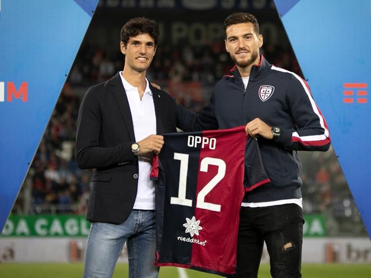 Stefano Oppo premiato ierialla Sardegna Arena prima di Cagliari-Bologna