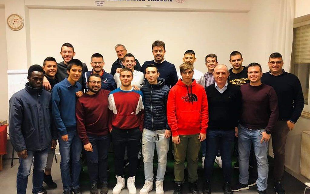 """Tutti i nomi degli 11 arbitri di calcio """"diplomati"""" nella sezione di Oristano"""