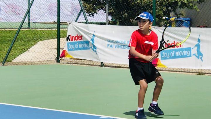 """TORNEO KINDER TROPHY / Ghilarza """"capitale"""" del tennis giovanile isolanocon 135 ragazzi impegnati e 121 match giocati in 15 giorni"""