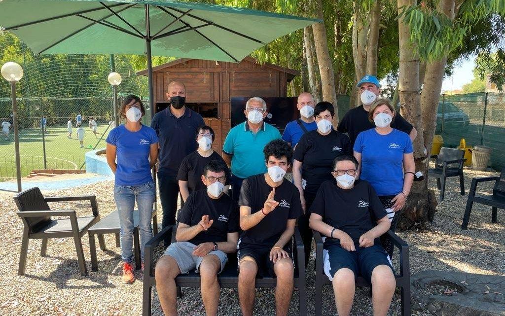 """A.I.A.C. / Il vice presidente regionale Nino Cuccu e il presidente di Oristano Andrea Contini hanno consegnato le mascherine dell'Associazione al """"Gabbiano"""" di Oristano"""