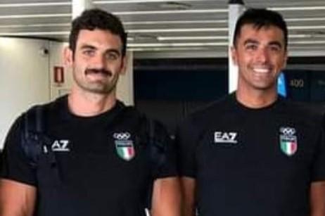 MEDAGLIA D'ARGENTO! / Il tecnico oristanese Stefano Loddo sul podio olimpico della canoa insieme al suo allievo Manfredi Rizza