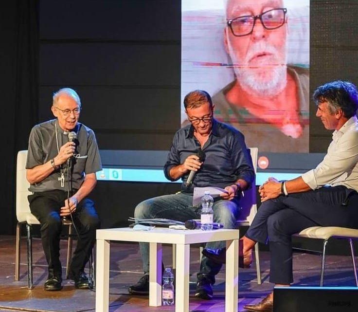 L'ex allenatore del Chelsea Roberto Di Matteo fra il pubblico a Tortoli per il dibattito su Sport e Business promosso dalla Diocesi di Lanusei e Nuoro