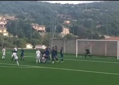 FOTO NOTIZIA/ Pareggio con un gol per parte fra Taloro Gavoi  e Nuorese: magico gol Martin Castro e pari di Vinci