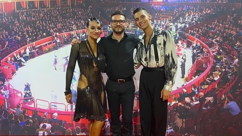 DANZA SPORTIVA / Estate 2021 da 10 e lode: Il Cuban Club di Abbasanta ai vertici mondiali con le coppie Andrea Pia & Maria Bussu, Andrea Erdas & Alessia Carta