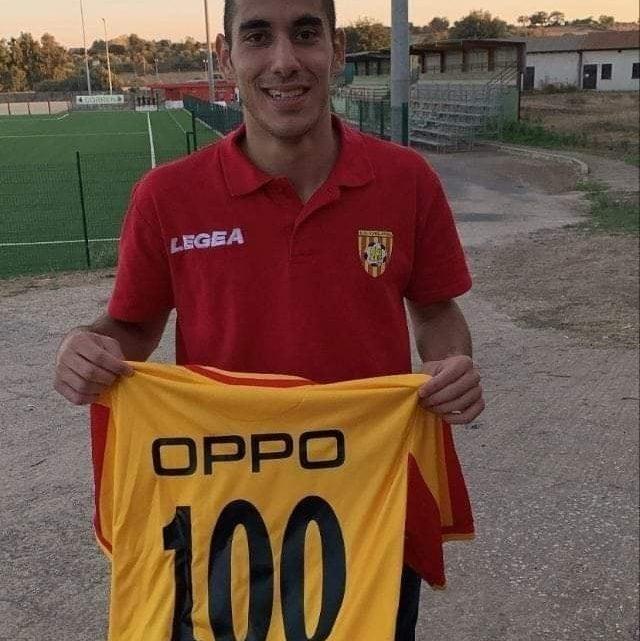 STEFANO OPPO / il giovane centrocampista ghilarzese raggiunge quota 100 presenze in Eccellenza con la maglia guallorossa